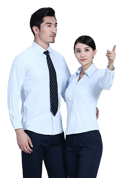 淡蓝色衬衫