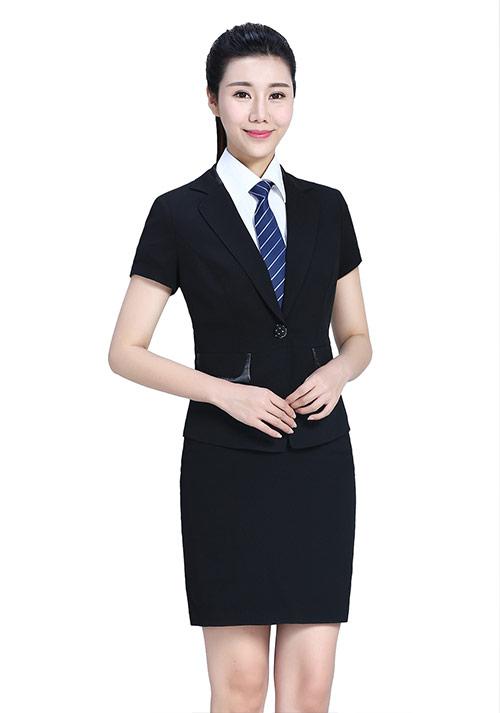 黑色西服裙装