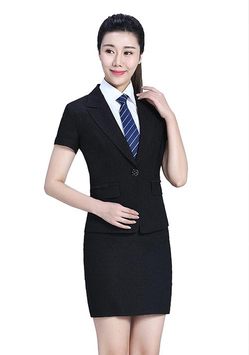 黑色翻领职业裙装