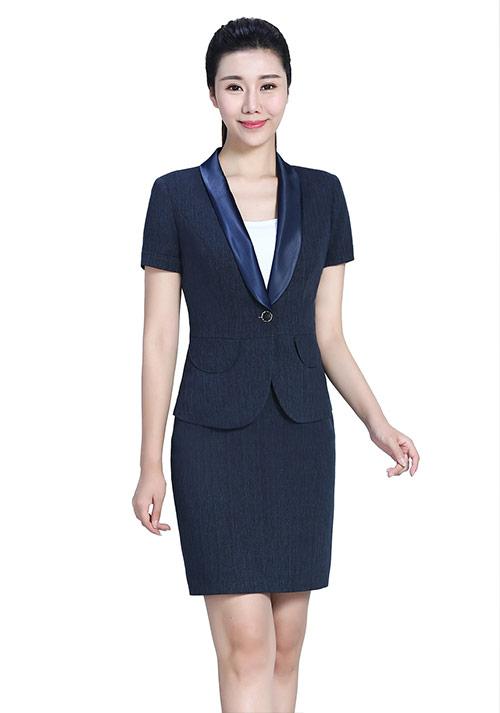 蓝色裙装西服