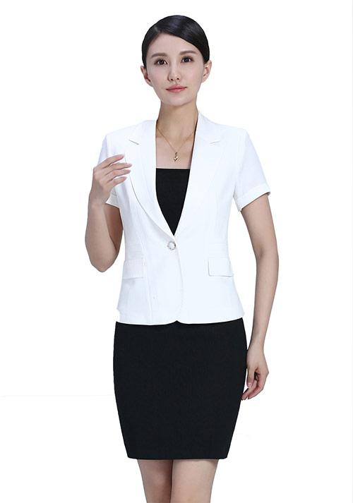 白色西服套裙