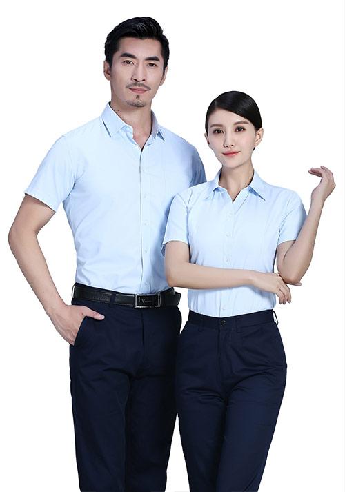 浅蓝短袖衬衫